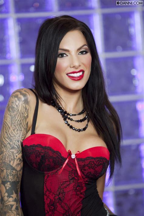 Juelz Ventura Red Queen Big Tits Here