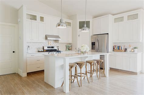 Corner Pantry Cabinets Design Ideas