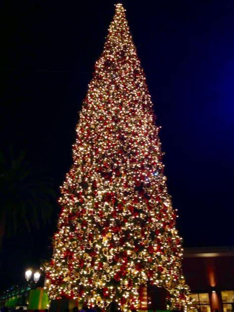 christmas light up in fashion island fashion island annual tree lighting 2016