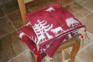 galettes de chaises tapis de table et coussin de sol en With tapis peau de vache avec canapé tissu avec gros coussins