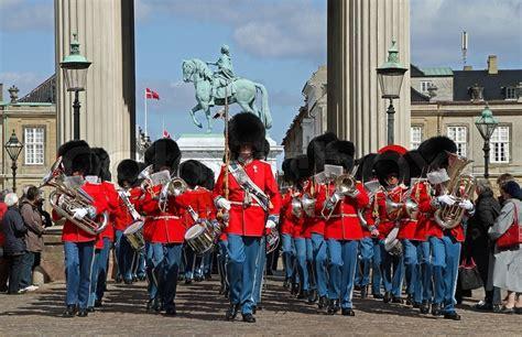 Kongelige Livgarde Marcherer Og Spiller  Stock Billede