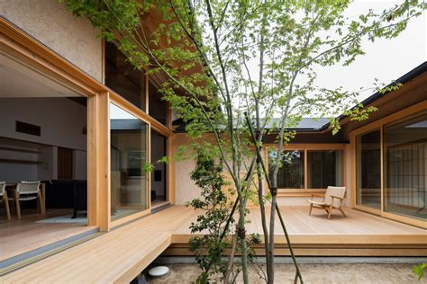 japanese courtyard house   case  simplicity curbed