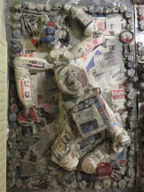 sculptures en papier m 226 ch 233 sur le th 232 me du bonhomme artiste plasticienne intervenant en arts