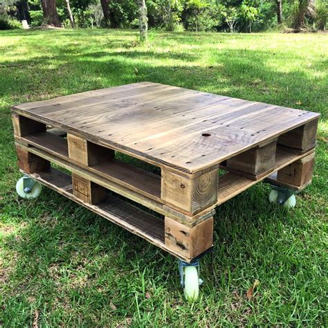 The diy pallet side table or end table is an upcycled piece of pallet furniture. Unique Ideas to Use the Pallet Wood • VeryHom