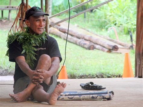 qa kumu earl kawaa teaches    woodworking