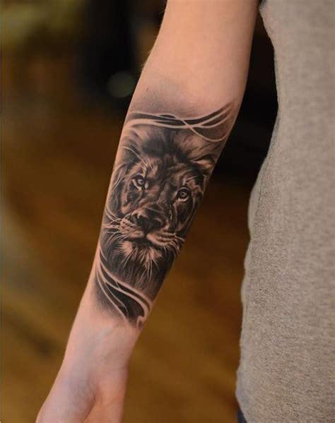 tattoos für frauen arm arm frau l 246 we in schwarz und grau am unerarm tat a tat tat