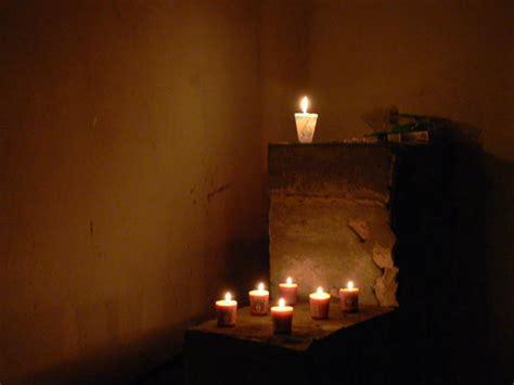 candlelit room photo