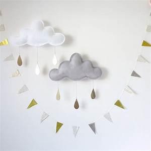 Mobile Bébé Nuage : mobile nuage aux gouttes d 39 or blanc the butter flying univers b b smallable ~ Teatrodelosmanantiales.com Idées de Décoration