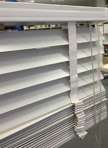 Store A Lamelle : store lamelle en bois de 70mm de 765 1930 laloux stores ~ Edinachiropracticcenter.com Idées de Décoration