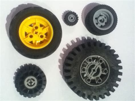 Lego Wheels Of Different Sizes 2013-09-20 22-25.jpg