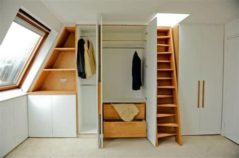 rideaux pour placard de chambre 1001 idée pour un dressing sous pente gain de place