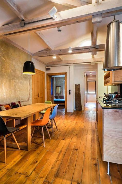 chambre avec poutres apparentes rénovation maison l 39 ancien et le nouveau idéalement réunis