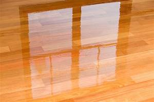 Mopping laminate wood floors with vinegar for Can you steam clean laminate floors