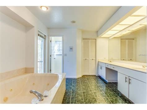 what paint color goes with green marble bathroom paint color with green marble tile help needed