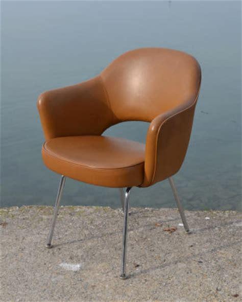 chaise baumann traineau fauteuil quot conférence quot créé par saarinen dans les ées