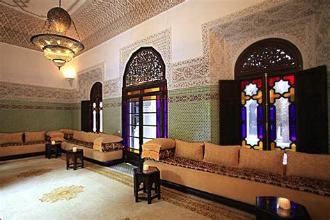 d馗oration chambre orientale décoration orientale de salon marocain de luxe plafond platre