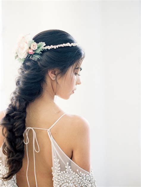 7 Ways to Wear Flowers in your Hair on your Wedding Day