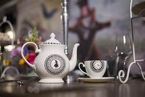 Teekanne Alice Im Wunderland : alice im wunderland hinter den spiegeln fashionevent mit kaviar gauche sara bow ~ Orissabook.com Haus und Dekorationen