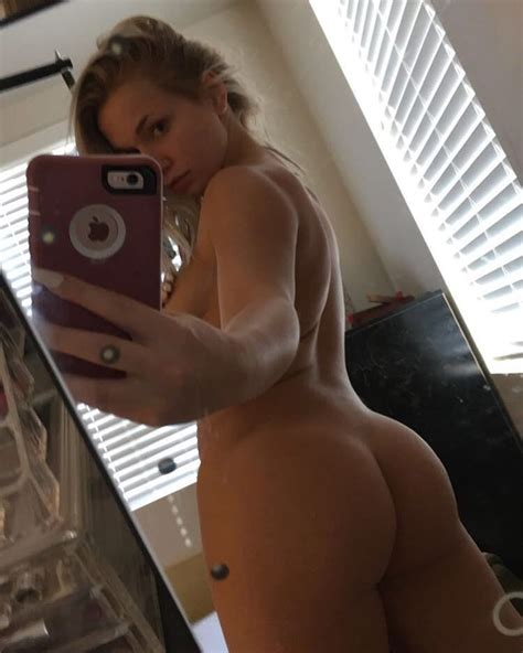 Zoie Burgher Nude And Sexy Photos The Fappening