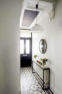 un couloir style retro dans l39entree avec console cache With peindre une entree et un couloir 10 belm