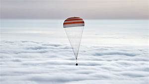 Roscosmos State Corporation, NASA, Soyuz, Parachutes ...