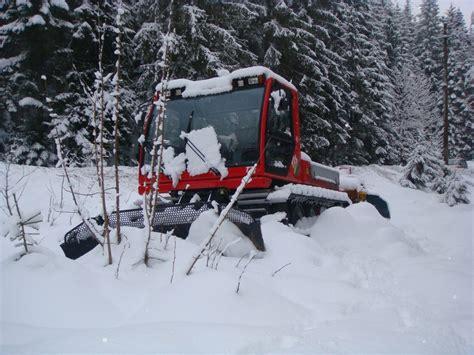gatto delle nevi in the panchine il gatto delle nevi riposa foto immagini paesaggi