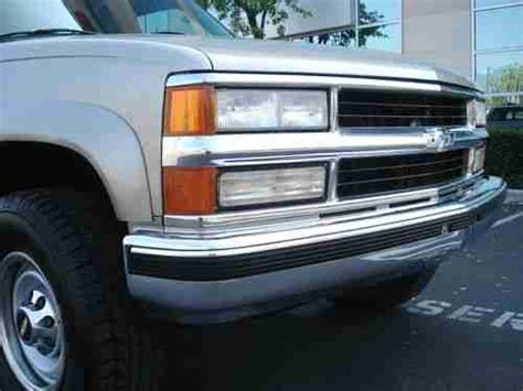 sell   chevrolet chevy pickup truck  camper