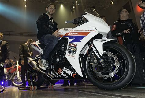 First Look At The Honda Cbr500r Race Bike