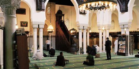 Pour vous rendre à mosquée de paris, paris en métro vous fait découvrir à quel métro descendre et que voir / que faire à proximité. La Grande Mosquée de Paris, une histoire française