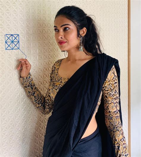 Actress Divi Vadthya Latest Photos - SANTOSHAM MAGAZINE