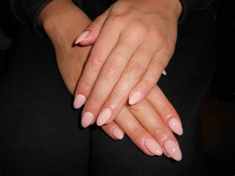beige pale ongles en gel bruxelles