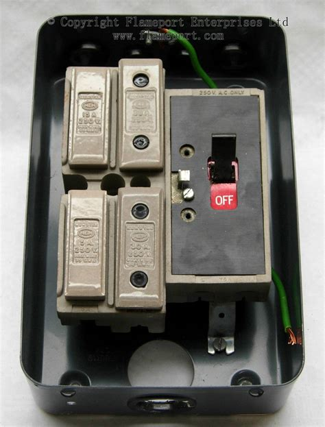 Fuse Box Switch I by Mem 4 Way Enclosed Grey Metal Fuse Box