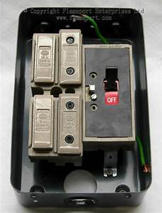 Mem 4 Way Enclosed Grey Metal Fuse Box