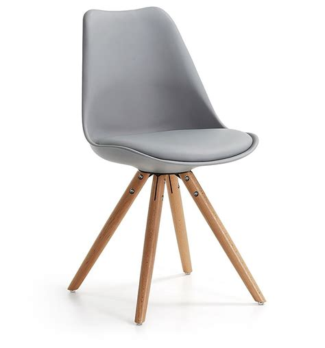 chaise en chaise design lisse pieds bois kave home groupdeco
