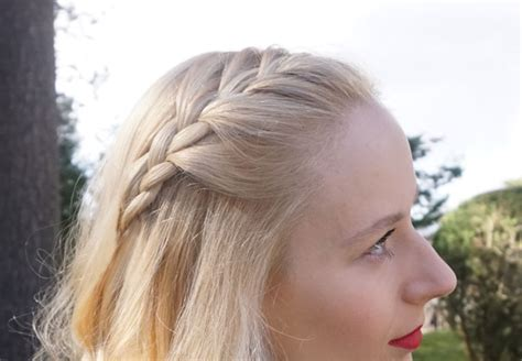 Tips For Styling Your Hair With A Graduation Cap