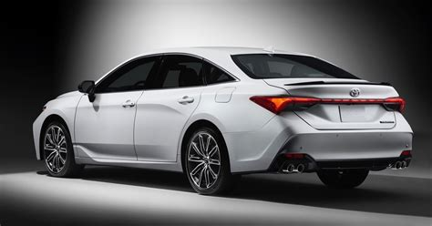 2019 Toyota Avalon Tries To Keep The Sedan Alive The