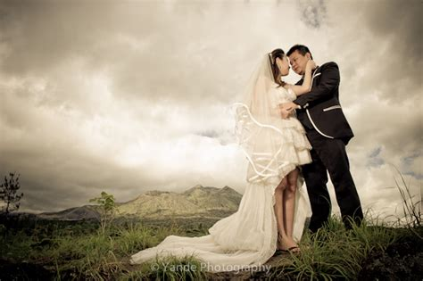 professional outdoor wedding photography bali pre wedding photography singaporean couples by yande