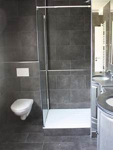 salle de bain en carrelages gris fonce christophe couque With salle de bain gris fonce