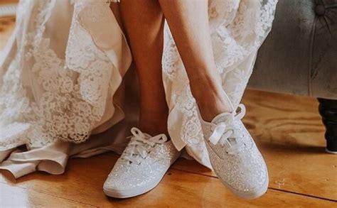 Lai ērtas kāzas: radītas īpašas kedas līgavām - Jauns.lv