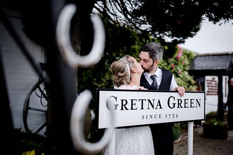 gretna green weddings book   smiths hotel