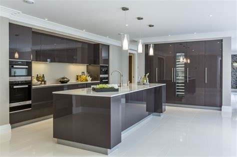 modern gloss kitchen cabinets best 25 high gloss kitchen cabinets ideas on 7624