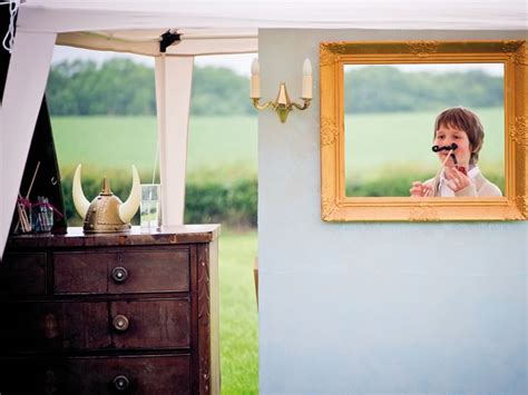 how to make your own diy photobooth wedding ideas magazine