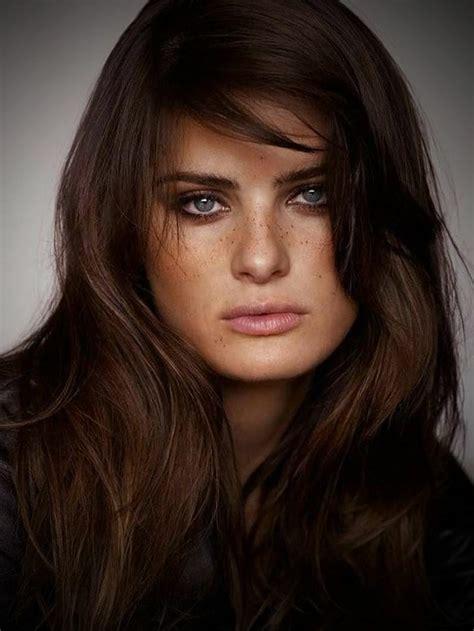 Описание внешности на французском языке. Внешность человека пофранцузски. Голос рост фигура лицо глаза ресницы брови волосы.
