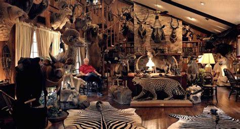 hunters trophy rooms  completely unbelievable