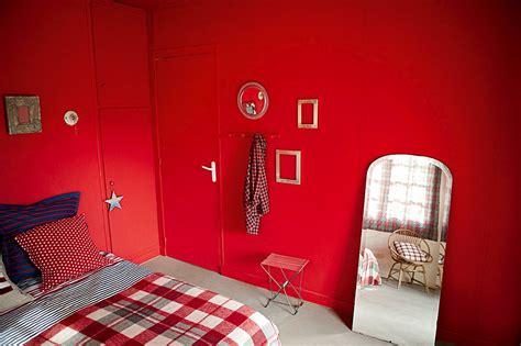 relooking chambre relooking d 39 une chambre sombre en pièce colorée et lumineuse