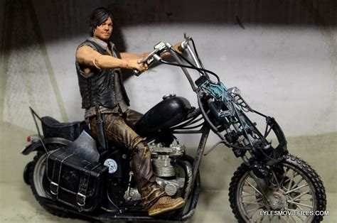 The Walking Dead Daryl Dixon Deluxe Figure Review