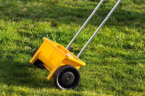 Rasenpflege Im Herbst Vertikutieren by Rasenpflege Im Herbst Den Rasen Richtig Winterfest Machen