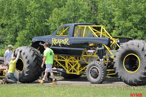 monster mud trucks videos videos and pics barnyard boggers