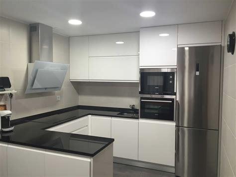 cocinas blancas  negras decoracion modelos grises