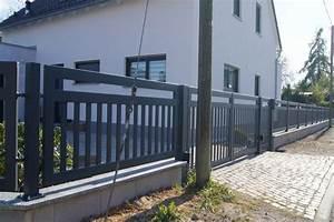 Gartenzaun Mit Tor : ak metal z une aus polen frankfurt modern zaun anthrazit struktur matt ~ Frokenaadalensverden.com Haus und Dekorationen
